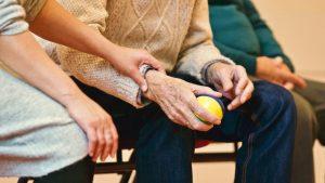 Como funciona o processo de interdição pela curatela do idoso (Foto de Matthias Zomer no Pexels)
