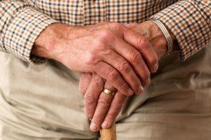 6 atividades agradáveis para idosos com mobilidade limitada