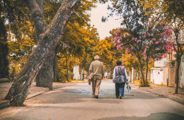 Atividades de verão com distâncias sociais para idosos (Foto de Emre Kuzu no Pexels)