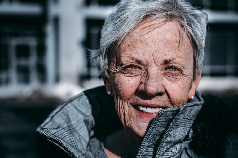 Dicas para dentes saudáveis em pessoas idosas.