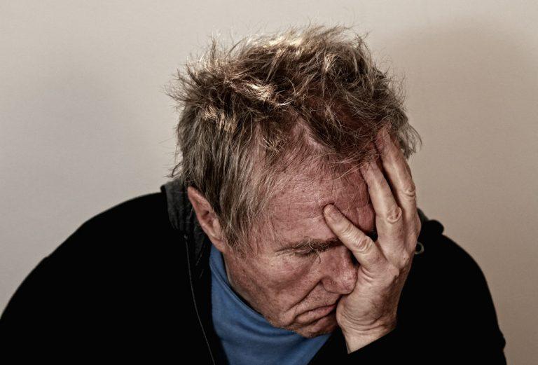 Depressão em idosos: sinais e tratamento